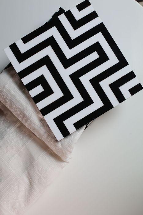 Monochrome maze